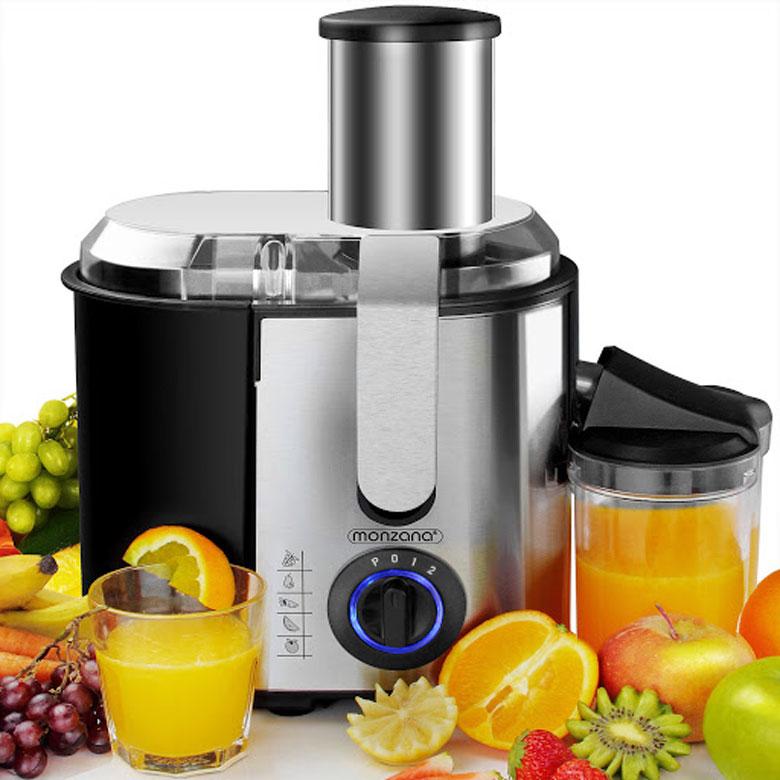 Đặt ly hứng nước và khay chứa bã vào máy ép trái cây trước khi xay