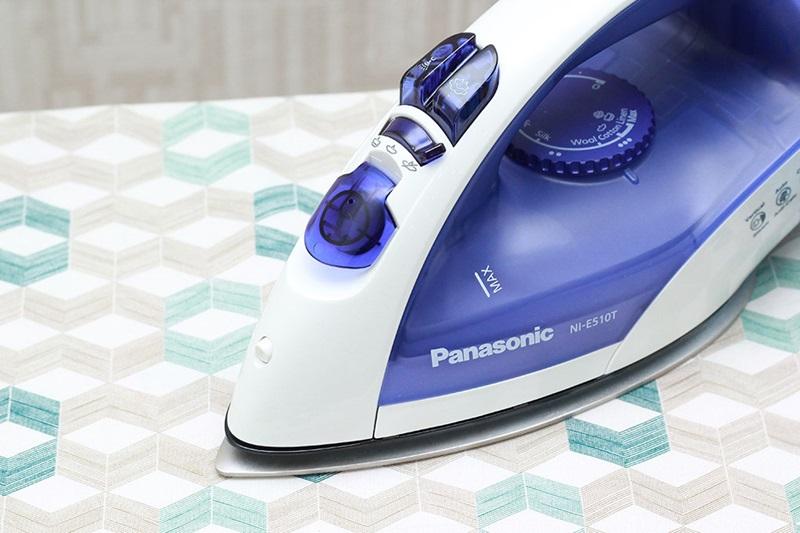 Xoay 360 độ - Bàn là hơi nước Panasonic NI-E510TDRA