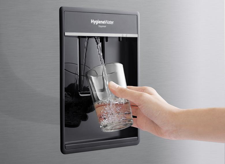 ngăn lấy nước ngoài - Tủ lạnh Panasonic Inverter 368 lít NR-BX410WPVN