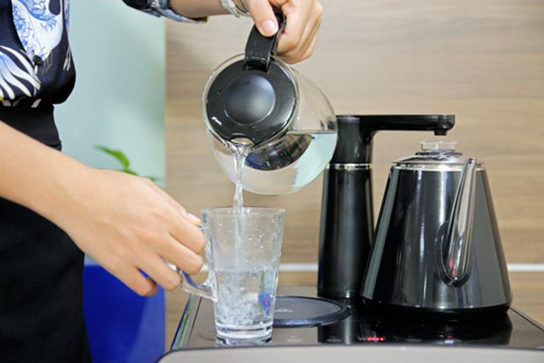 Cây nước nóng lạnh kết hợp bàn trà FujiE WD1170C ấm đun nước siêu tốc