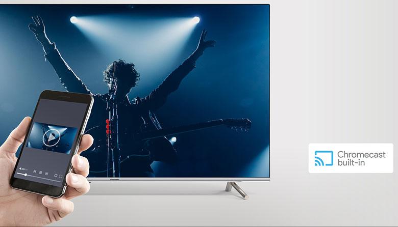 Trình chiếu Chromecast built-in giúp trình chiếu trên màn hình lớn tivi Panasonic TH-43GX655V