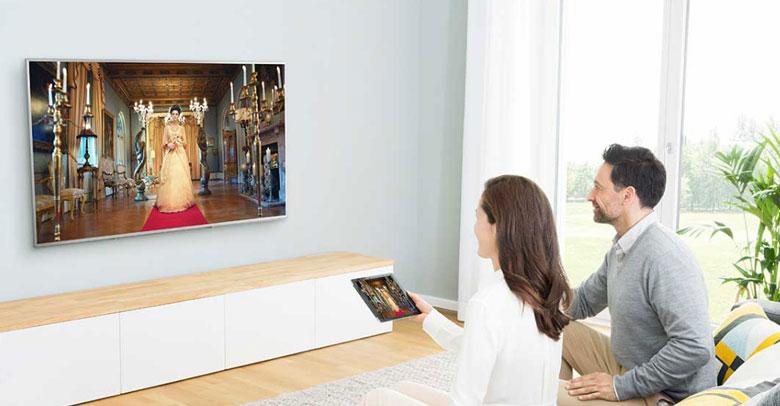 tivi Panasonic 49ES500V chiếu màn hình điện thoại lên màn hình