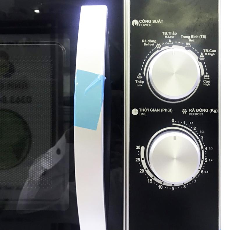 Lò vi sóng Sharp 23 lít R-31A2VN-S điều khiển núm vặn
