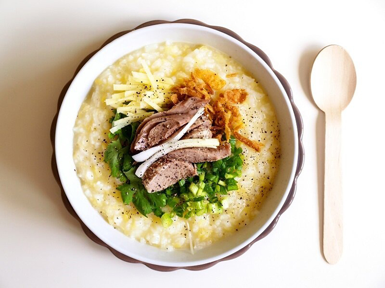 Nấu cháo cho bé bằng nồi cơm điện đổi món qua bằng thịt vịt