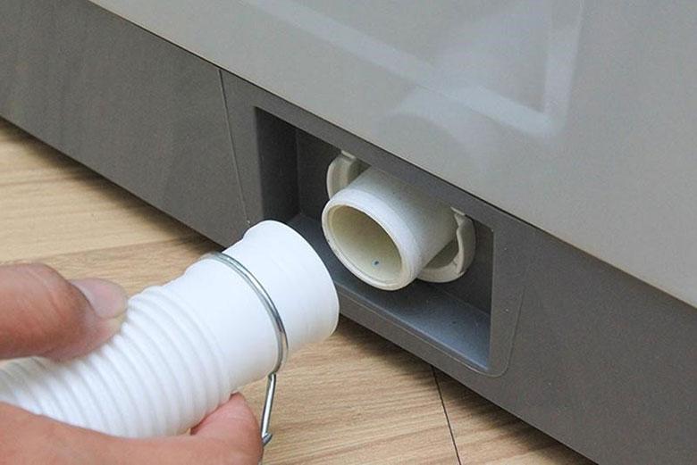 Máy giặt Panasonic báo lỗi U11 lỗi do tắc ống xả