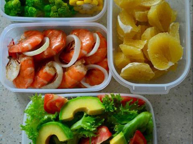 Cách làm tôm nướng muối tiêu + salad bơ món ngon đổi vị mỗi ngày