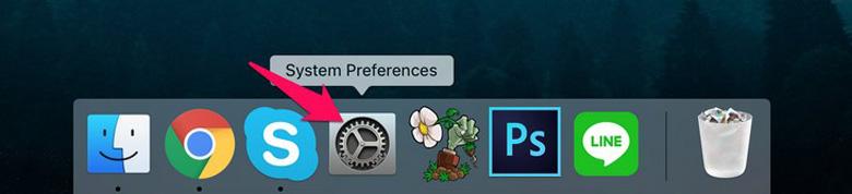 Chọn biểu tượng System Preferences trên thanh Dock kết nối loa bluetooth với MacBook